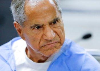 En esta imagen de archivo, tomada el 10 de febrero de 2016, Sirhan Sirhan reacciona durante una vista de libertad condicional en el correccional Richard J. Donovan de San Diego. Foto: Gregory Bull, Pool, archivo/AP.