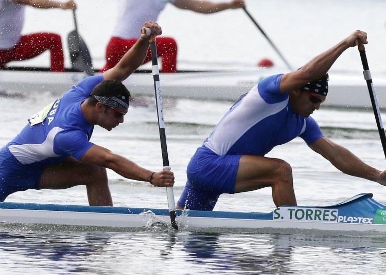 Los cubanos Fernando Dayan Jorge y Serguey Torres en la final A del C2 1000 m en los Juegos Olímpicos de Río de Janeiro 2016. Foto: Roberto Morejón / Jit / Archivo.