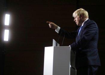Primer ministro británico Boris Johnson durante una conferencia de prensa en el tercer y último día de la cumbre G7 en Biarritz, Francia, el lunes 26 de agosto de 2019. (AP Foto/Markus Schreiber)
