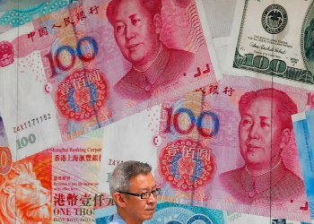 Una tienda con imágenes de monedas chinas en Hong Kong, el 6 de agosto del 2019. Foto: Kin Cheung / AP / Archivo.