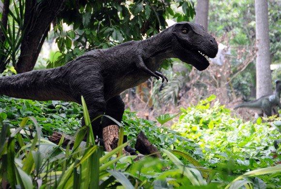 Réplica de dinosaurio exhibida en el Parque Metropolitano de La Habana en 2012. Foto: Ismael Francisco / Cubadebate / Archivo.