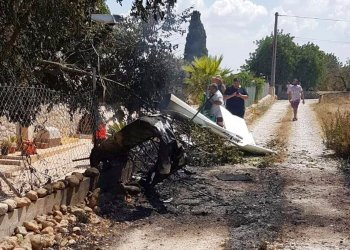 En esta fotografía proporcionada por Incendios f.Baleares se muestran los restos de una aeronave accidentada en Mallorca, España, el domingo 25 de agosto de 2019. Foto: Incendios f.Baleares vía AP.