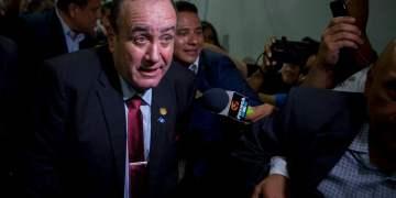 Alejandro Giammatei, candidato presidencial del partido Vamos, llega al Tribunal Supremo Electoral para entrevistas con la prensa después de que se anunciaran los primeros resultados en Ciudad de Guatemala el domingo 11 de agosto de 2019. (AP Foto/Oliver de Ros)