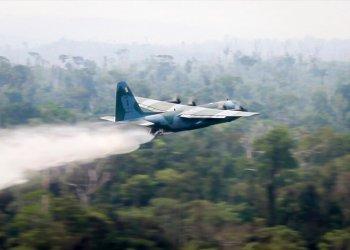 Un hidroavión trata de apagar un incendio en la Amazonía brasileña el 24 de agosto del 2019. Foto suministrada por el Ministerio de Defensa de Brasil, vía AP.