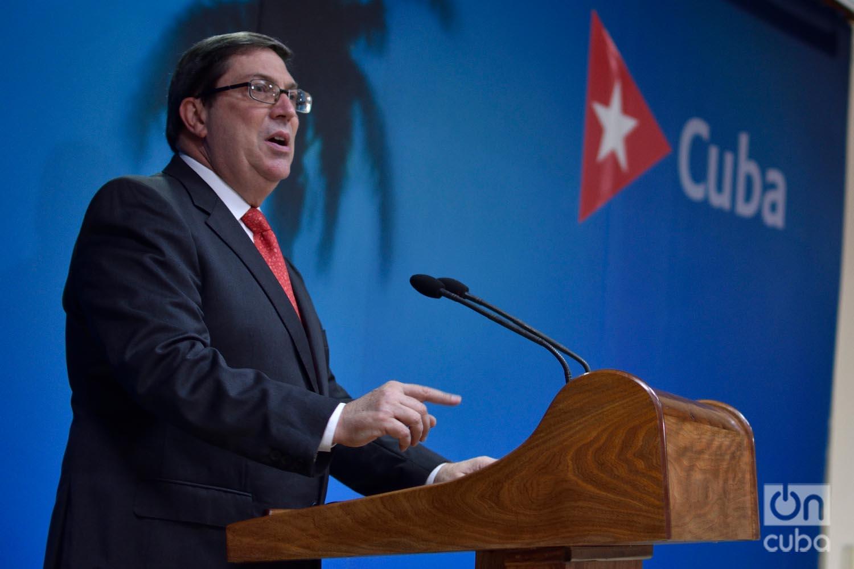El canciller cubano Bruno Rodríguez ofrece declaraciones a la prensa sobre el impacto del embargo/bloqueo de Estados Unidos a Cuba, en la sede de la cancillería en La Habana, el 20 de septiembre de 2019. Foto: Otmaro Rodríguez.
