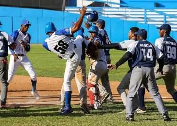 La batalla campal del Latino terminó con seis peloteros sancionados. Foto: Irene Pérez/ Cubadebate.