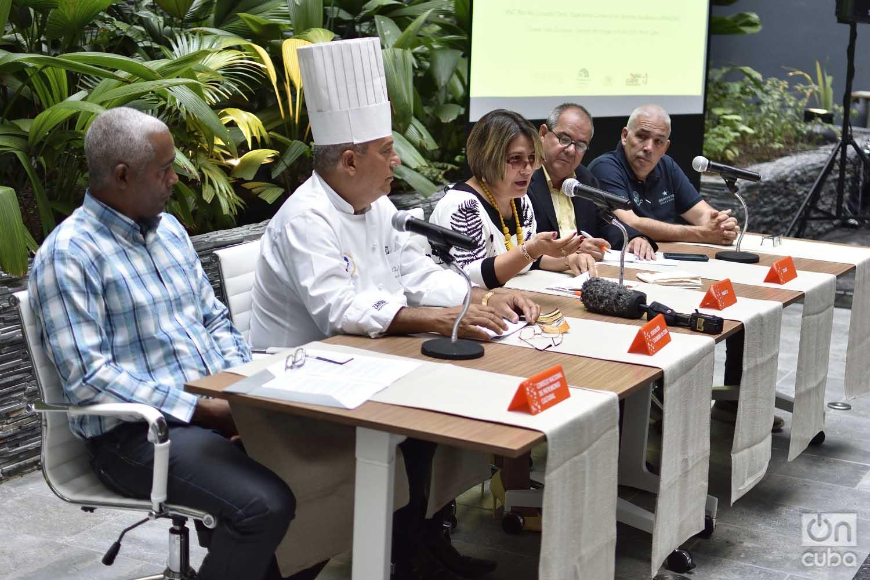 Lis Cuesta (3-i), Gerente de Servicios Académicos de la agencia Paradiso y presidenta del Comité Organizador del Taller Culinario Cuba Sabe, habla en la conferencia de prensa del evento realizada en el hotel Iberostar Grand Packard de La Habana, el viernes 6 de septiembre de 2019. Foto: Otmaro Rodríguez.