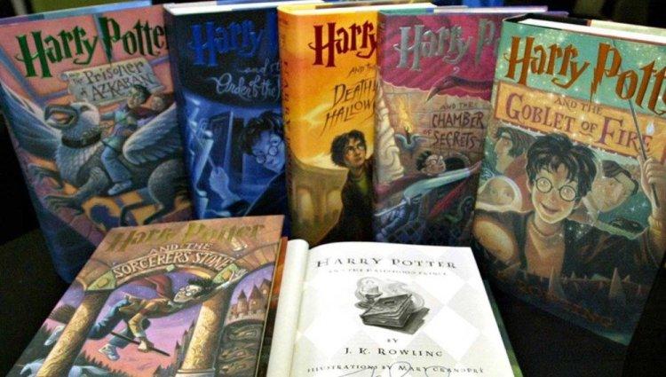 No es la primera vez que autoridades católicas censuran la serie de novelas fantásticas escrita por la autora británica J. K. Rowling que tiene como protagonista al mago Harry Potter y sus amigos Hermione Granger y Ron Weasley.