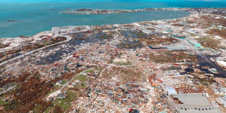 En esta imagen, tomada el 4 de septiembre, vista aérea de la destrucción causada por el huracán Dorian, en Marsh Harbor, en la isla de Ábaco, Bahamas. El paso del meteoro por la isla caribeña causó al menos dos decenas de fallecidos. (AP Foto/Gonzalo Gaudenzi)