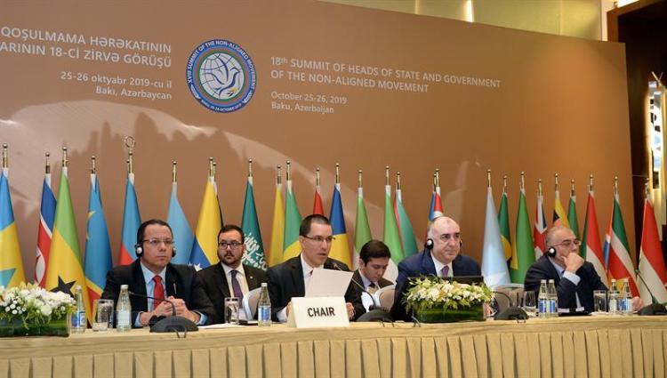 El ministro de Asuntos Exteriores venezolano, Jorge Arreaza interviene durante la reunión del Movimiento de Países No Alineados celebrado en Bakú, Azerbaiyán. Foto: EFE.