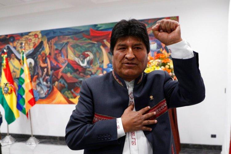 El presidente Evo Morales se retira después de una rueda de prensa en La Paz, Bolivia, el jueves 24 de octubre de 2019, en la que se declaró ganador de los comicios presidenciales del domingo. Foto: Juan Karita / AP.