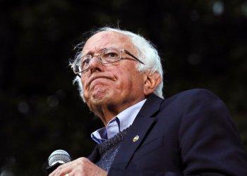 En esta foto del 29 de septiembre de 2019, el senador independiente y aspirante a la candidatura demócrata en 2020 Bernie Sanders habla en un acto de campaña en Hanover, Nuevo Hampshire. Foto: Cheryl Senter / AP / Archivo.