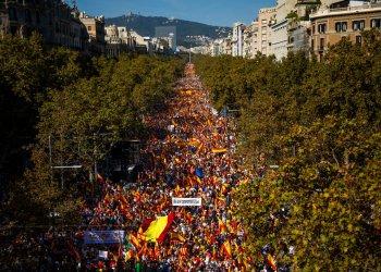 La protesta en Barcelona a favor de seguir siendo parte de España el 27 de octubre del 2019. Foto: Emilio Morenatti/AP.