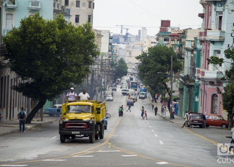 Calle San Lázaro, en La Habana. Foto: Otmaro Rodríguez.