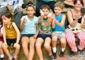 Niños que asisten como público a un juego de Pelota Maya celebrado en La Habana. Foto: Otmaro Rodríguez.