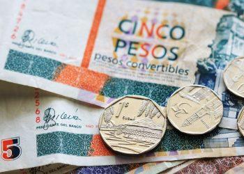 Monedas y billetes de pesos cubanos convertibles (CUC). Foto: viajejet.com