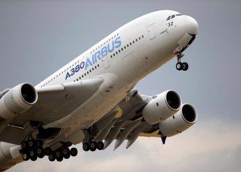 Un Airbus A380 despega durante un vuelo de exhibición por el Paris Air Show, al norte de París, el 18 de junio de 2015. Foto: Francois Mori / AP / Archivo.