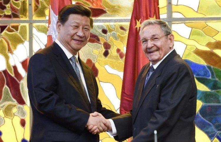 El presidente chino, Xi Jinping y el entonces presidente cubano, Raúl Castro, durante la firma de documentos bilaterales en La Habana en julio de 2014.  Foto: Xinhua.