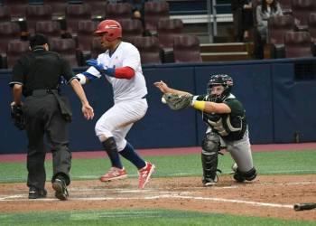 Yosvani Alarcón anota la carrera de la victoria en el triunfo 3x2 del equipo cubano de béisbol frente a Australia en el torneo Premier 12 en Seúl, Korea del Sur, el jueves 7 de noviembre de 2019. Foto: Jit / Facebook.