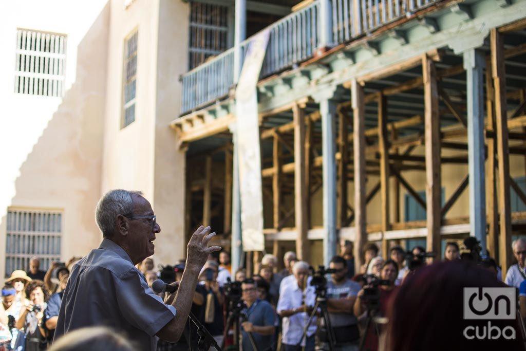 El historiador de La Habana, Dr. Eusebio Leal (c), habla a la prensa en el Convento de Santa Clara, el lunes 4 de noviembre de 2019. Foto: Otmaro Rodríguez.