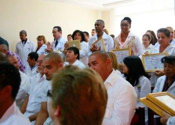 Médicos cubanos en Ecuador. Foto: primicias.ec