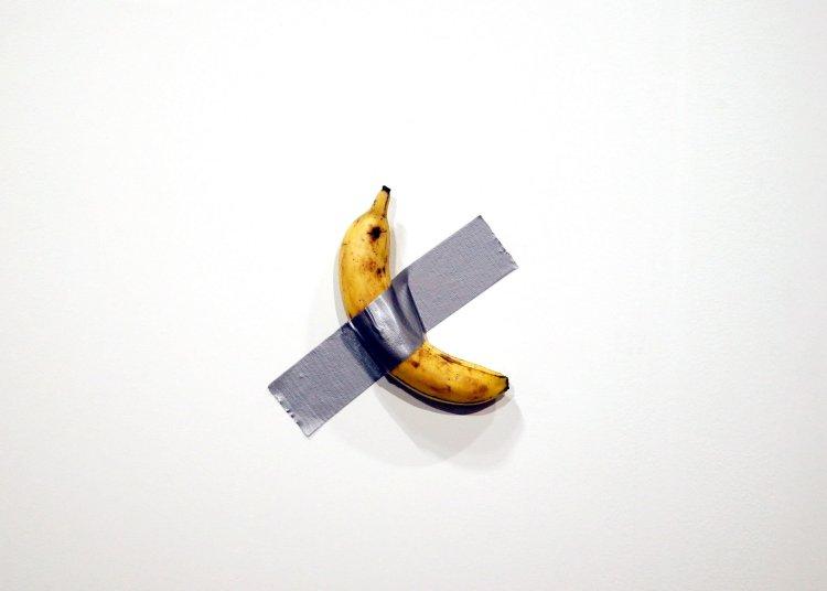 """Imagen de """"El Comediante"""", más conocida ahora  como """"el plátano de Art Basel"""". Foto: EFE/EPA"""
