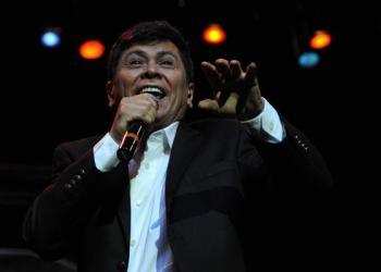 El cantautor salvadoreño, Álvaro Torres, durante un concierto en Cuba. Foto: Omara García / ACN / Archivo.