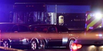 Las autoridades investigan el lugar de un tiroteo en Miramar, Florida, el jueves 5 de diciembre de 2019. (Taimy Alvarez/South Florida Sun-Sentinel vía AP)