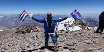 El alpinista cubano Yandy Núñez en la cima del Aconcagua, en Argentina, la mayor altura de América Latina. Foto: Perfil de Facebook de Yandy Núñez.