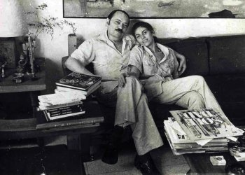 Fayad Jamís y Margarita García Alonso en el apartamento de O y 27, La Habana, década de los ochenta.