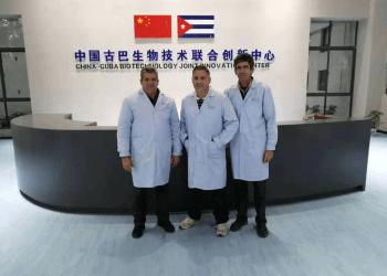 Especialistas del Centro de Ingeniería Genética y Biotecnología cubano diseñaron los equipos y laboratorios del nuevo centro científico. Foto: @EmbacubaChina/ Twitter
