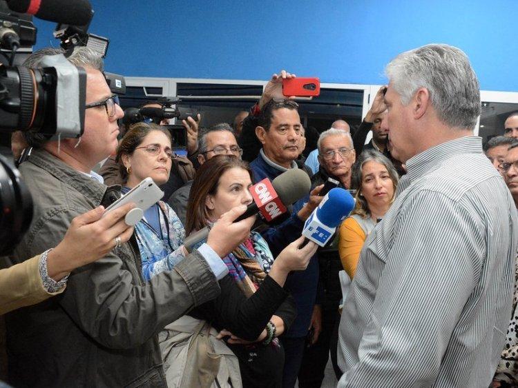 El presidente cubano Miguel Díaz-Canel sustuvo un intercambio con la prensa nacional y extranjera, durante su visita a la provincia de Sancti Spíritus. Foto: presidencia.gob.cu/