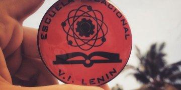 Monograma que distingue a los estudiantes de la Lenin. Foto: Perfil de Odette G. Gómez en Instagram.