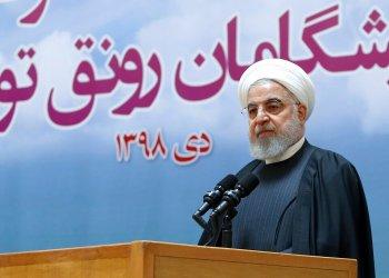 En esta imagen proporcionada por el sitio web de la Oficina de la Presidencia Iraní, Hasán Rohaní habla en un mitin en Teherán, Irán, el martes 14 de enero de 2020. Foto: Oficina de presidencia iraní vía AP.
