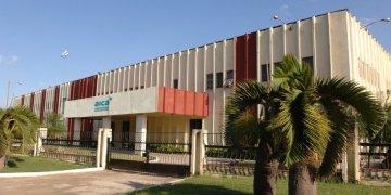 Empresa Laboratorios AICA, del grupo empresarial estatal cubano BioCubaFarma. Foto: Canal Caribe.
