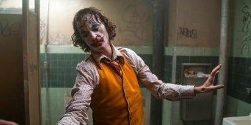 """En esta imagen difundida por Warner Bros. Pictures, Joaquin Phoenix en una escena de """"Joker"""". La cinta encabezó el lunes la lista de candidatos al Oscar con 11 nominaciones que incluyen mejor película, mejor actor y mejor director. Foto: Niko Tavernise/Warner Bros. Pictures vía AP"""
