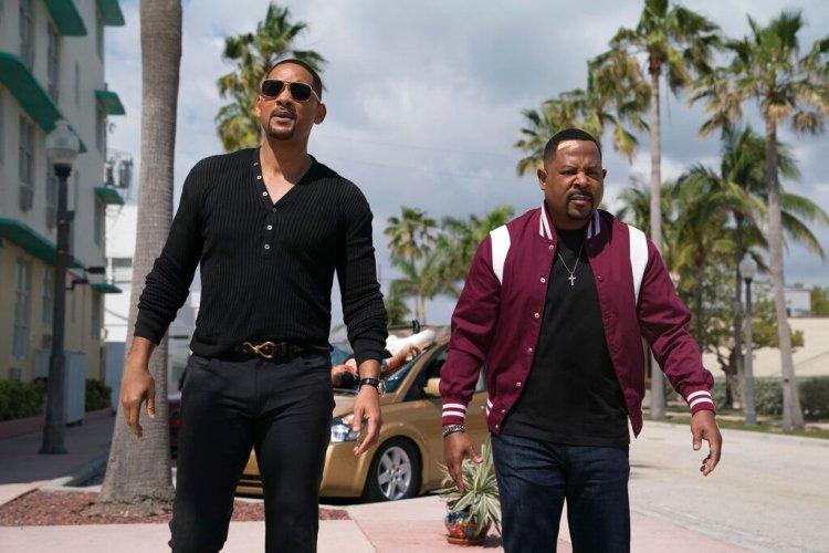 """En esta imagen difundida por Sony Pictures, Will Smith, a la izquierda, y Martin Lawrence en una escena de """"Bad Boys for Life"""". (Ben Rothstein/Columbia Pictures-Sony via AP)"""