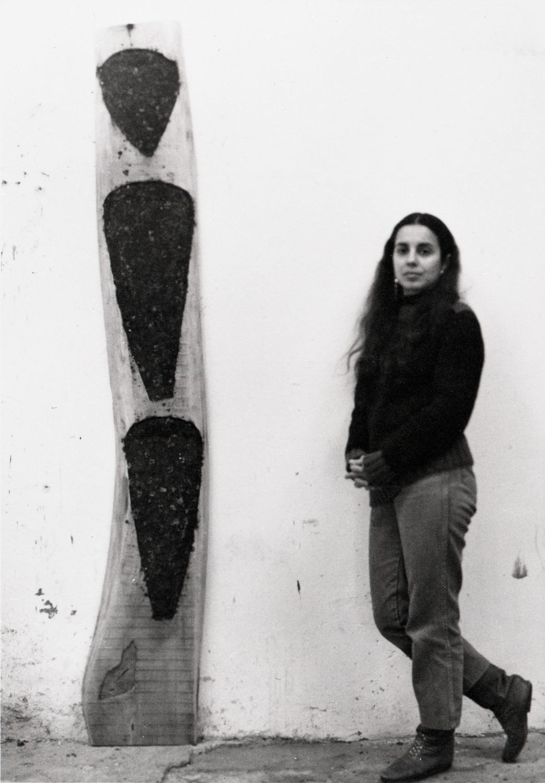 La fallecida artista cubana Ana Mendieta. Foto: awarewomenartists.com