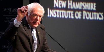 El precandidato demócrata a la presidencia Bernie Sanders ofrece un discurso en el Instituto de Políticas de Nueva Hampshire, del Colegio San Anselmo, el viernes 7 de febrero de 2020. Foto: Mary Altaffer/AP.