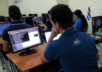 Estudiantes en un aula de la Universidad de Ciencias Informáticas (UCI), en La Habana, Cuba. Foto: @universidad_uci/Twitter