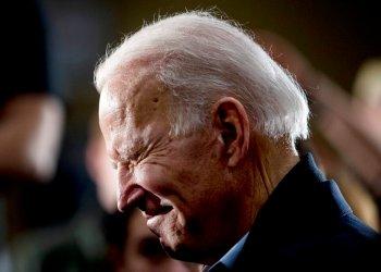 El ex vicepresidente y ahora aspirante a la candidatura presidencial demócrata Joe Biden en un evento de campaña en Waterloo, Iowa el 1 de febrero del 2020. Foto: Andrew Harnik / AP.