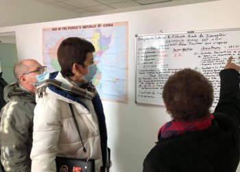Médicos cubanos llegados a China para reforzar el enfrentamiento al nuevo coronavirus, desde el puesto médico de la Embajada de la Isla en Beijinig. Foto: @EmbacubaChina / Twitter.