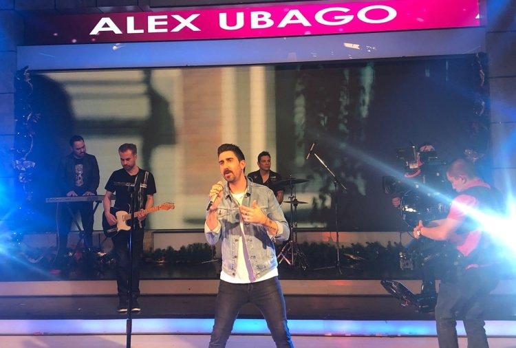 El cantante español Alex Ubago durante una presentación en México. Foto: @AlexUbagoficial/Twitter.