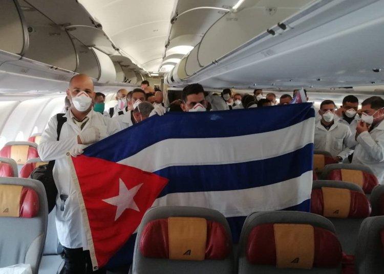 Brigada médica cubana que viajó a Italia para apoyar en la lucha contra la pandemia de coronavirus. Foto: @R_Malmierca/Twitter.