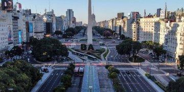 Vista del Obelisco, la ciudad de Buenos Aires vacía por la cuarentena. Foto: AFP/Ronaldo Schemidt.