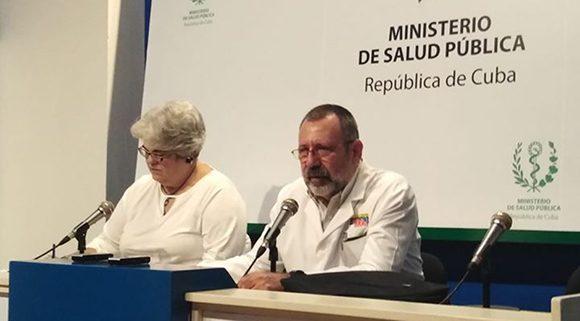 El Dr.José Raúl de Armas Fernández, jefe del Departamento de Enfermedades Transmisibles del MINSAP, en conferencia de prensa en el Centro de Prensa Internacional de La Habana. Foto: Francisco Rodríguez Cruz.