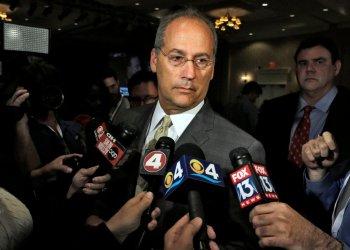 El alcalde Dan Gelber. Foto: Chris O'Meara/AP.