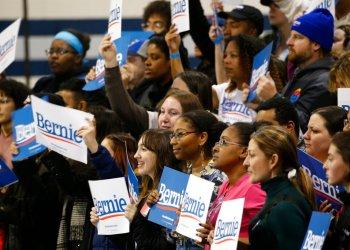 Simpatizantes del precandidato demócrata Bernie Sanders en un mitin en Virginia Beach, el 29 de febrero de 2020. Foto: Steve Helber/AP.