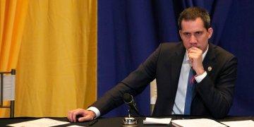 Juan Guaidó escucha durante una sesión del legislativo el pasado 4 de marzo. Foto: Ariana Cubillos/AP.