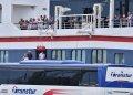Operación de evacuación de los pasajeros del crucero británico MS Braemar, con cinco casos confirmados de COVID-19, en el puerto del Mariel, al oeste de La Habana, el miércoles 18 de marzo de 2020. Foto: Adalberto Roque / Pool / EFE.